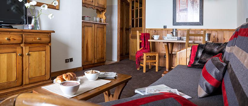 france_three-valleys-ski-area_val-thorens_residence-village-montana-apartments_living-area.jpg